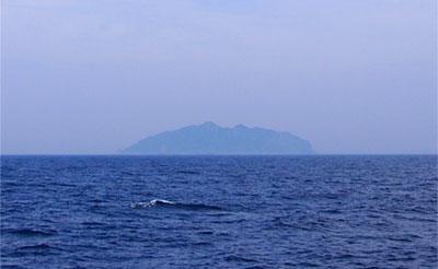 沖ノ島(遠景)