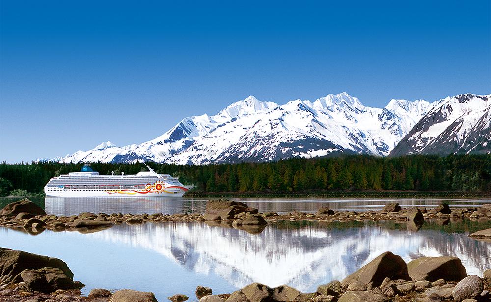 アラスカを航行するノルウェージャン サン
